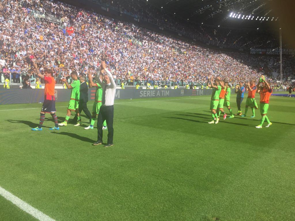 I giocatori del Crotone a fine gara Juve