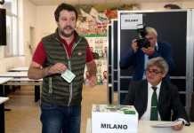 Il segretario uscente della Lega Nord, Matteo Salvini, durante il voto alle primarie