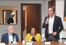 Da sinistra il giornalista Pino Di Donna, il vicesindaco Jole Santelli e il sindaco Mario Occhiuto