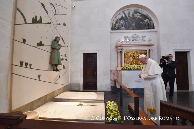 Papa Santi Francisco e Jacinta Fatima