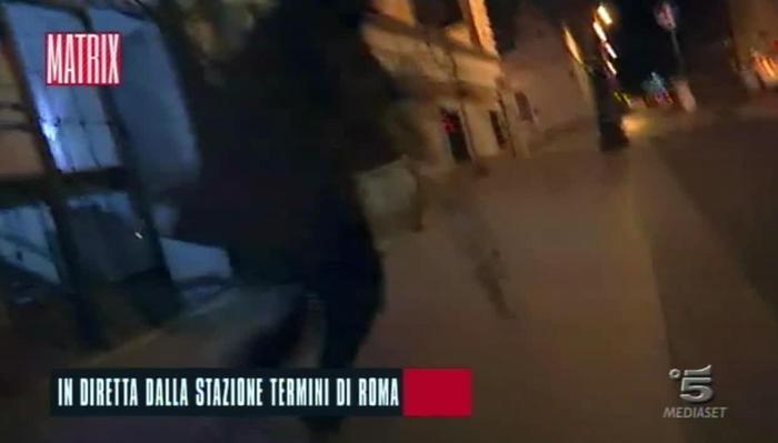 Roma, troupe Matrix aggredita in diretta a stazione Termini