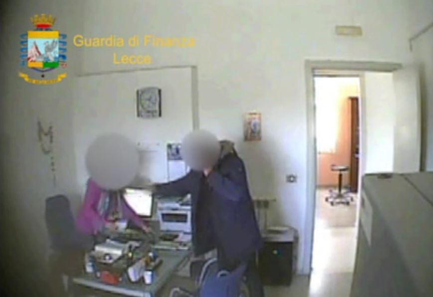 Puglia, arrestata presidente associazione antiracket Salento