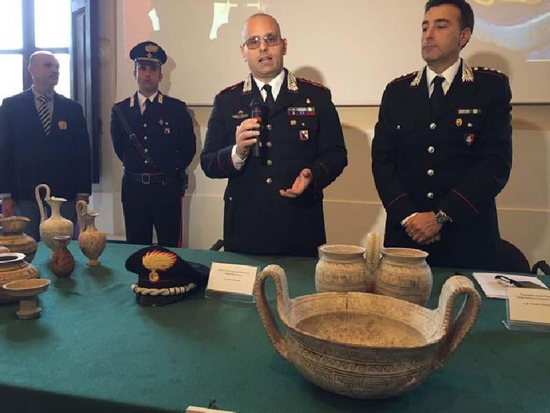 Al centro il comandante provinciale dell'Arma di Cosenza, colonnello Fabio Ottaviani, a destra il comandante del Nucleo Tpc Cs, capitano Carmine Gesualdo