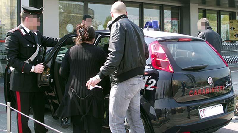 carabinieri arresto donna