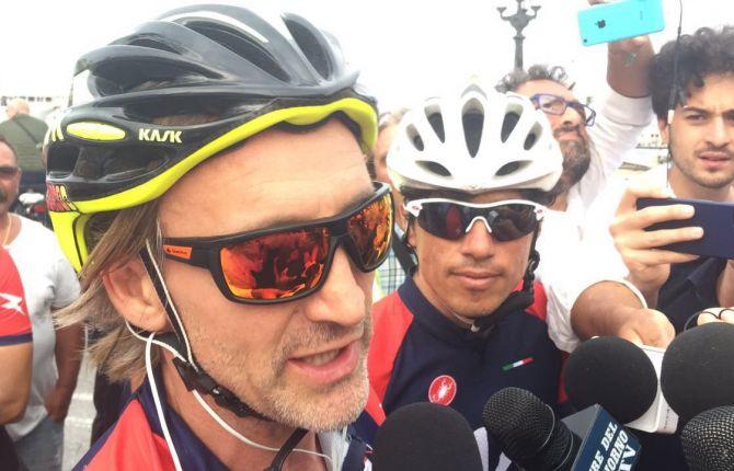 Davide Nicola bici giro Crotone Italia
