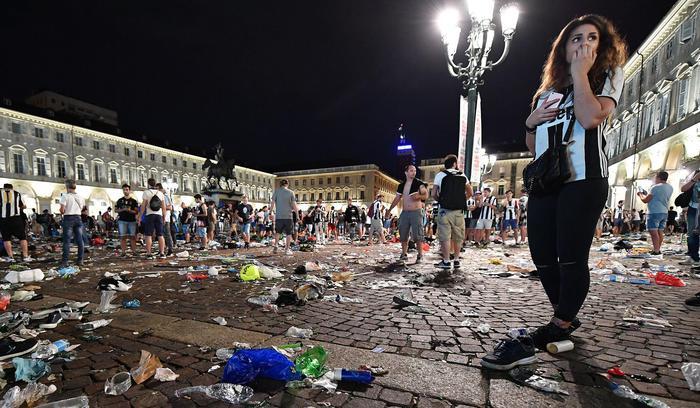 Piazza San Carlo: gli incidenti causati da una bravata