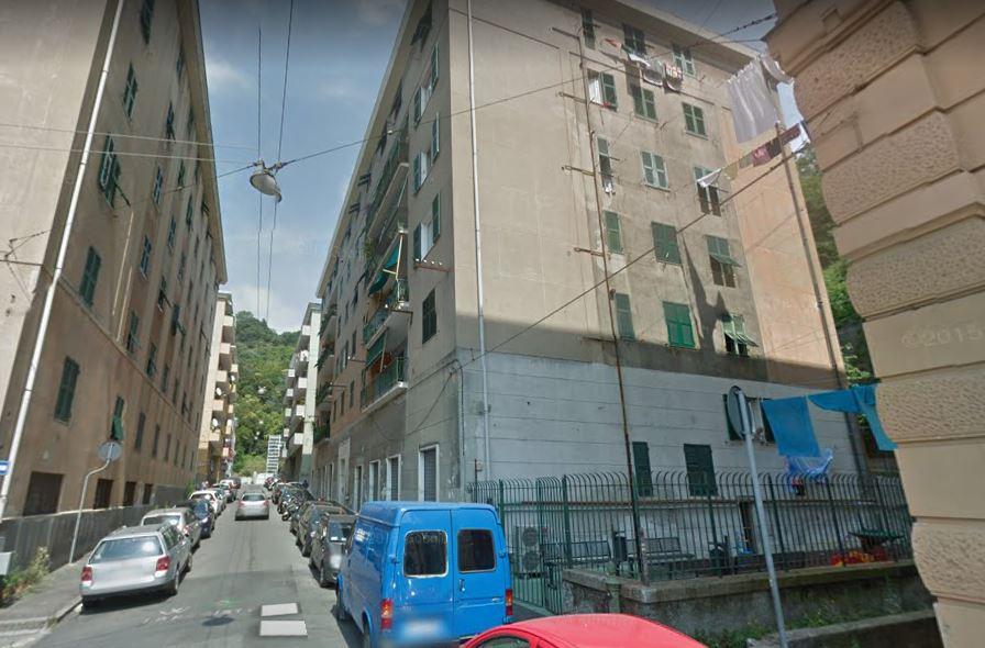 Genova, uomo accoltellato a morte dalla convivente, che si barrica in casa