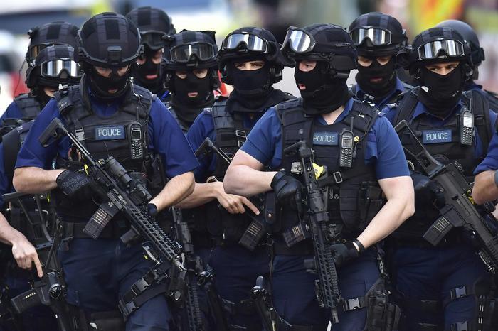 Londra: media, in corso raid polizia a Barking