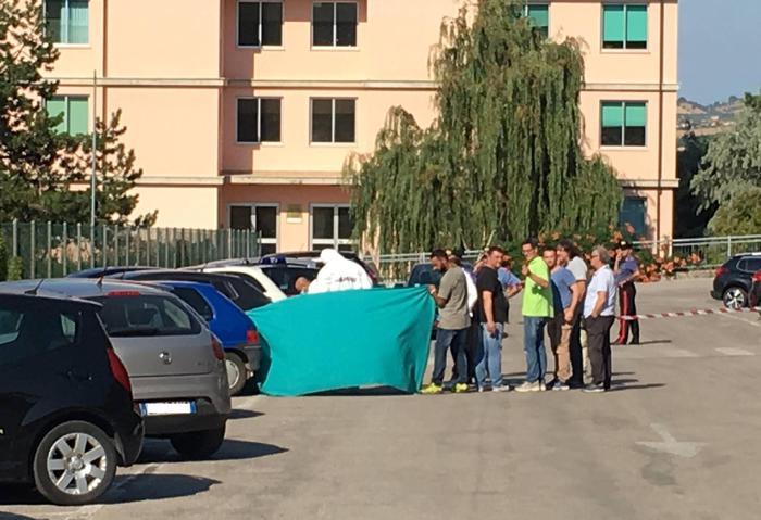 ospedale di Sant'Omero Teramo uccisa oncologa Ester Pasqualoni