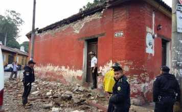 Una casa danneggiata dal terremoto in Guatemala