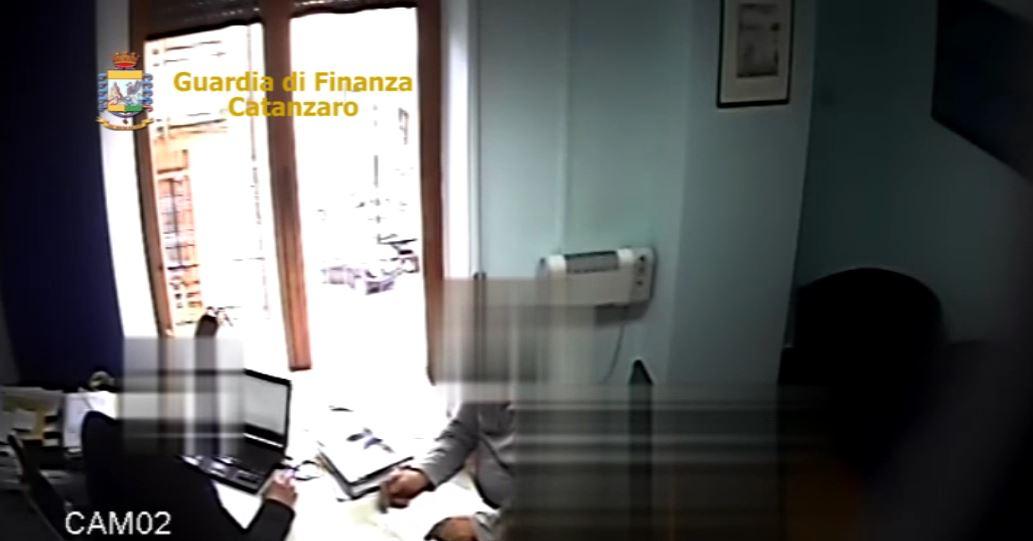 Asp Catanzaro, Peculato e favoreggiamento: indagati nove dirigenti e funzionari