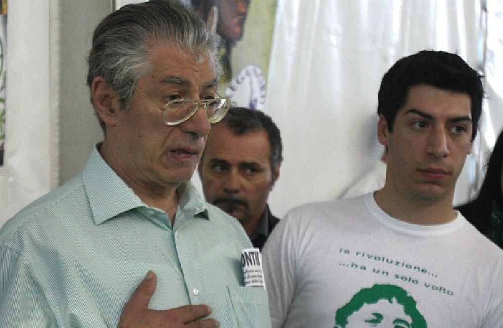 Umberto e Renzo Bossi (Ansa)