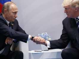 Prima stretta di mano tra Vladimir Putin e Donald Trump