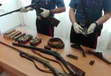 Le armi e le munizioni sequestrate allo stalker di Lamezia