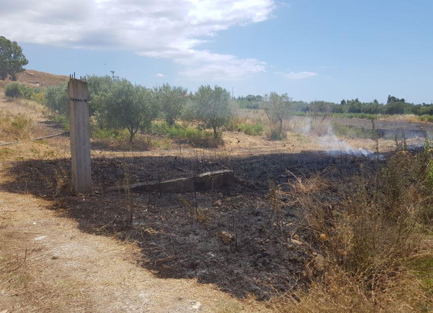 Appiccavano incendi, arrestati due piromani a Isola Capo Rizzuto