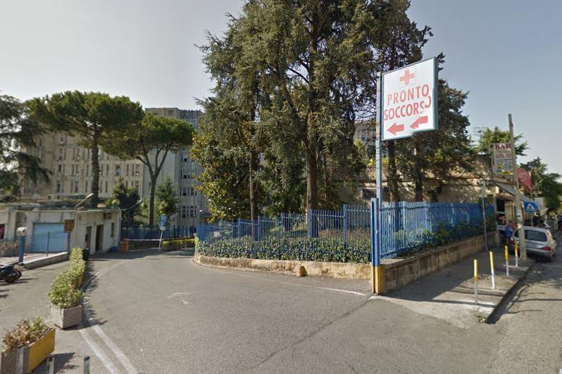 Napoli, bambina trovata morta nel bagagliaio di un'auto