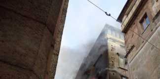 L'incendio nel centro storico di Cosenza