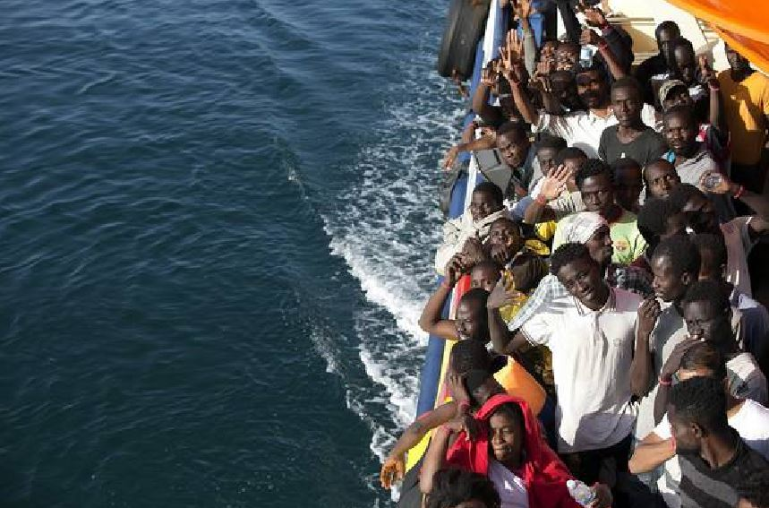 migranti in mare su nave Ong