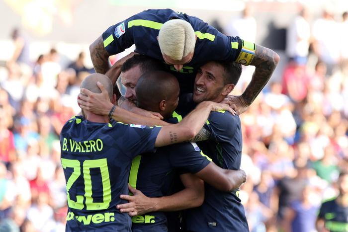 I calciatori dell'Inter esultano