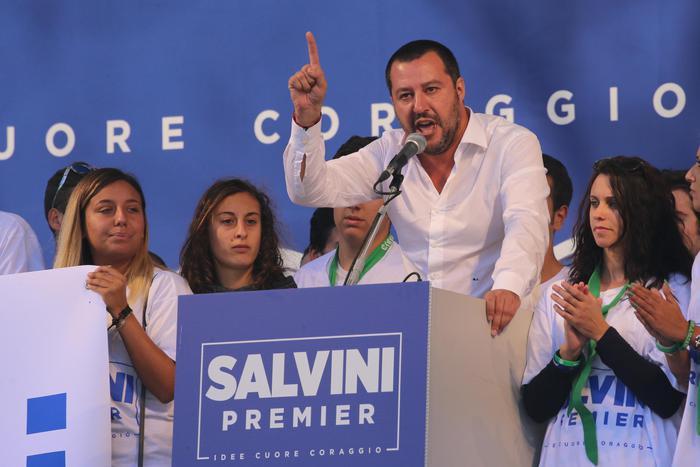 Il segretario della Lega Nord Matteo Salvini sul palco a Pontida