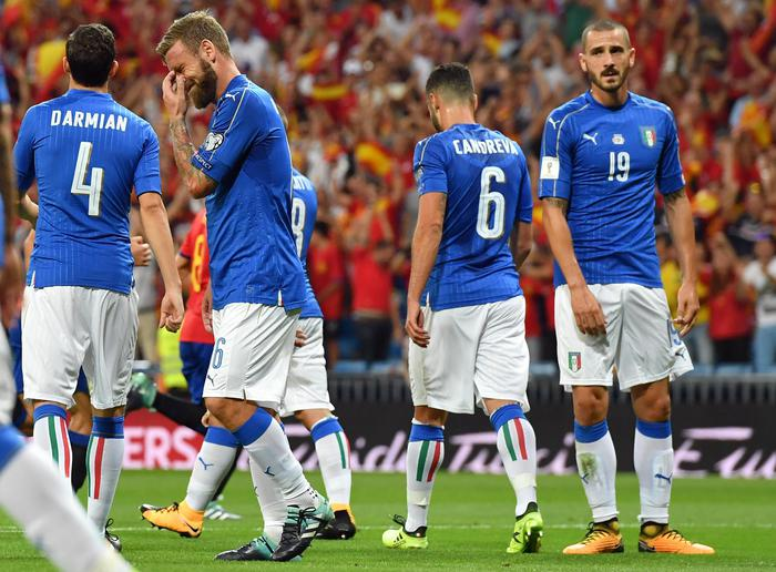 La delusione azzurra dopo la sconfitta con la Spagna