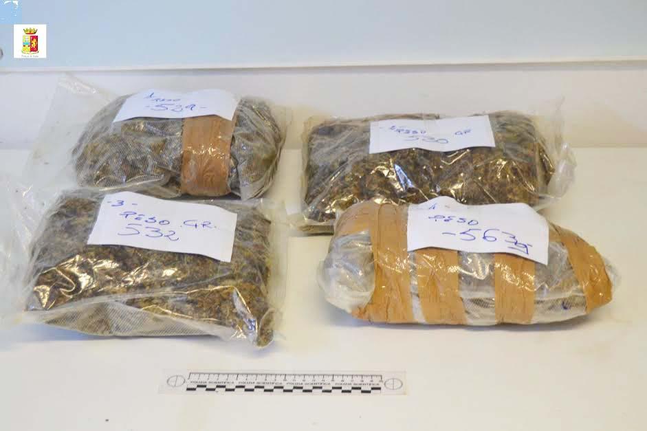Oltre due chili di marijuana in casa due arresti nel - Piano casa calabria 2017 ...