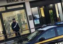 carabinieri dopo rapina banca