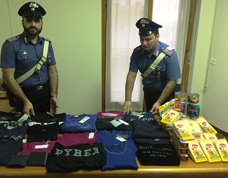 La merce recuperata dai carabinieri
