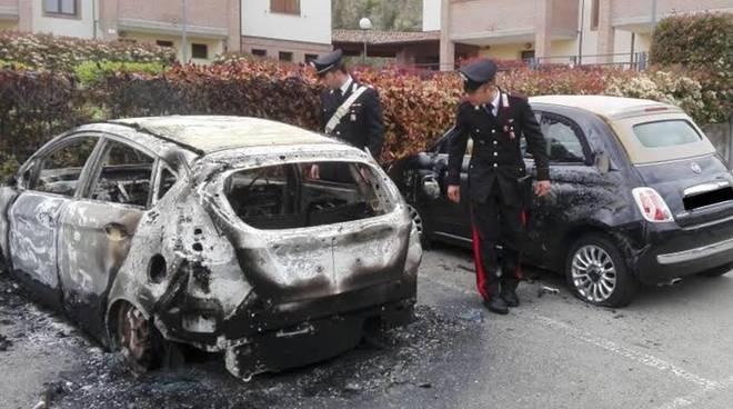 Incendiata l'auto del parroco di Scandale, indagini