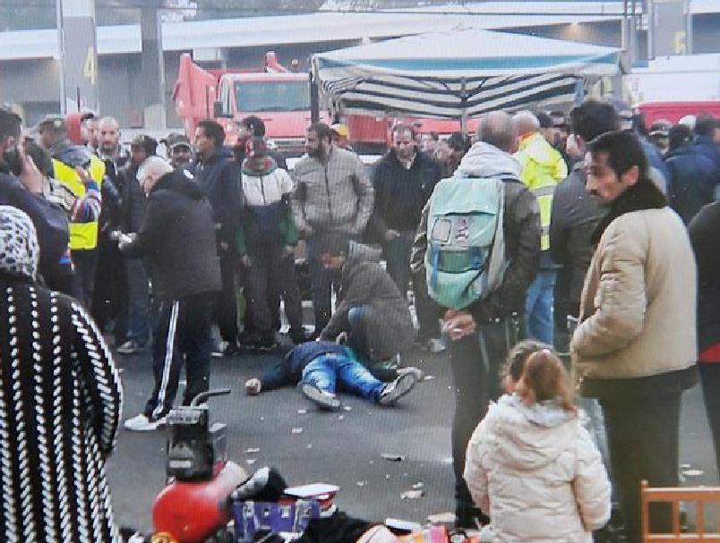 Maurizio Gugliotta a terra dopo essere stato colpito al mercato di Torino
