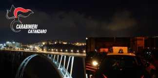 Giovane tenta di buttarsi dal ponte, salvato dai carabinieri
