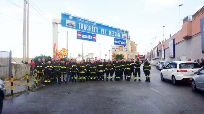protesta dei vigili del fuoco precari a Villa San Giovanni