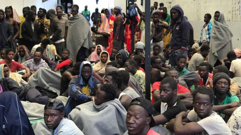 Migranti in uno dei centri di detenzione a Tripoli