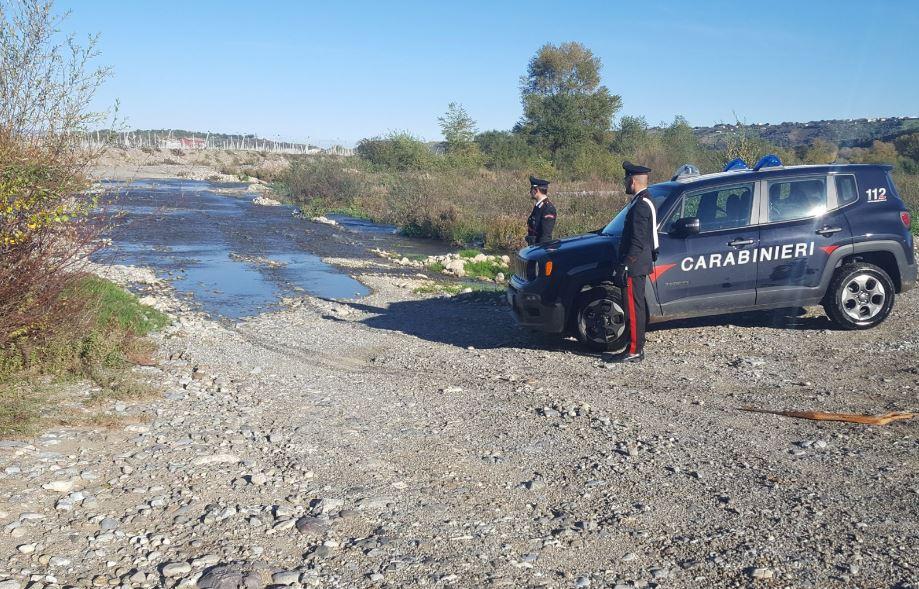 Distruggono argini fiume Esaro coi cingolati, denunciati
