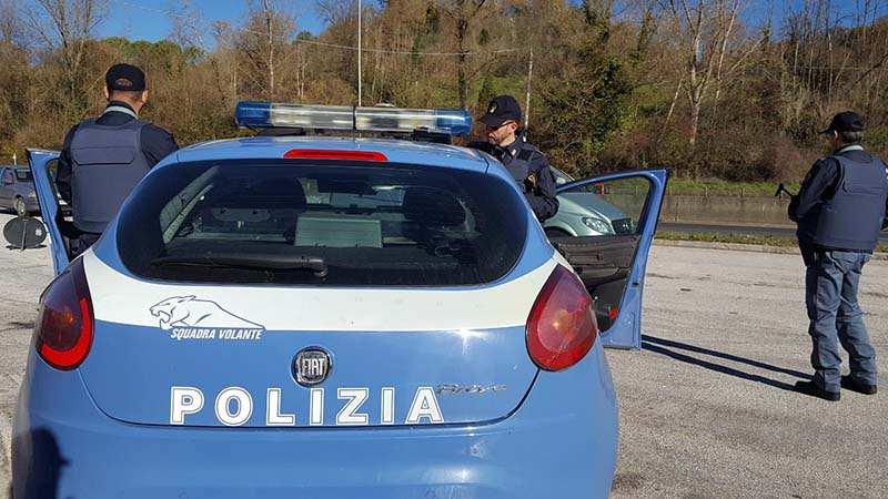 polizia sventa rapina a cosenza