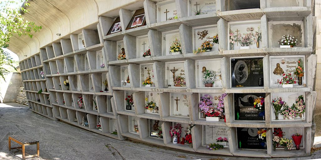 Traffico di loculi al cimitero, tre arresti a Potenza