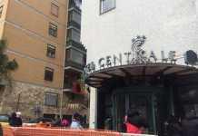"""L'Hotel Centrale di Cosenza occupato da comitato """"Prendocasa"""""""