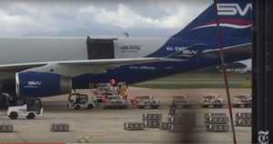 Le pedane di bombe mostrate in aeroporto nel reportage del New York Times