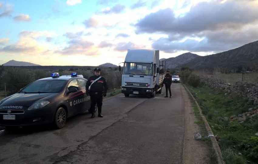 carabinieri autocarro sparatoria oliena