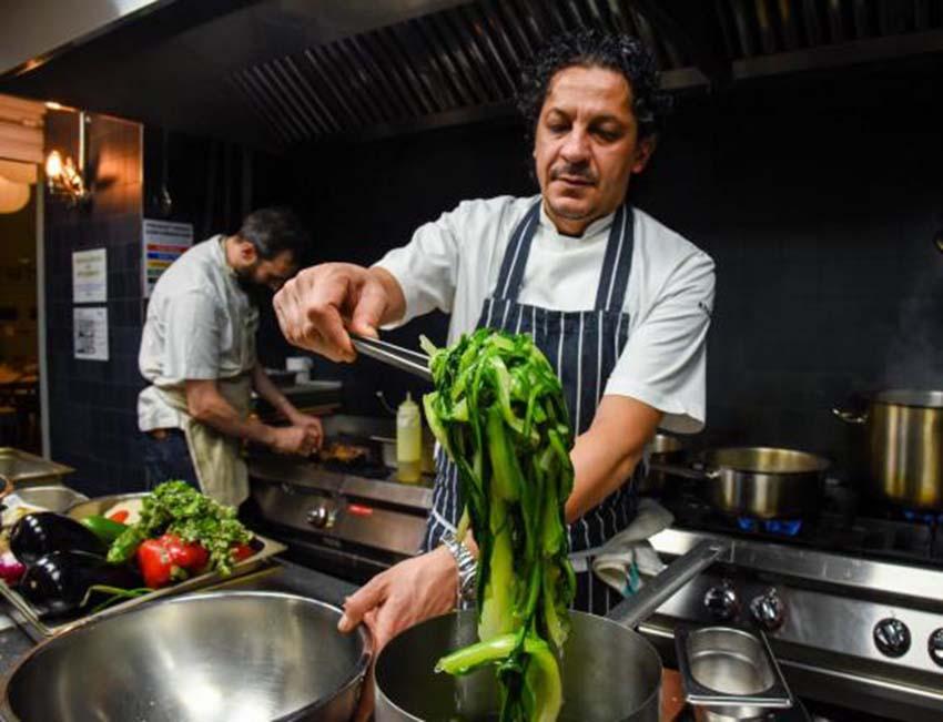 Lo chef Francesco Mazzei presenta il suo libro a Cosenza