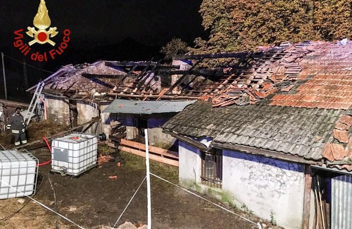 Mileto, incendiata una stalla. Salvi animali, si indaga