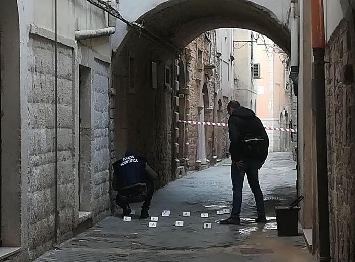 Le forze dell'ordine sul luogo dell'uccisione di Anna Rosa Tarantino scampa Giuseppe Casadibari