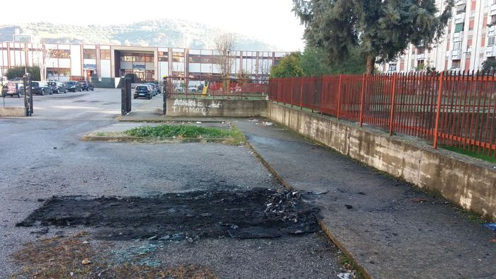 Il luogo dove era parcheggiata l'auto dell'assessore di Cosenza De Cicco