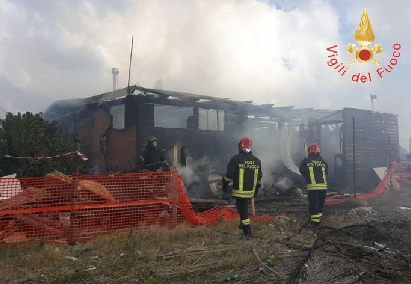 Incendio stabilimento balneare