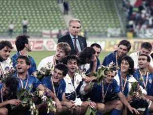 Vicini e la sua squadra nel 1990