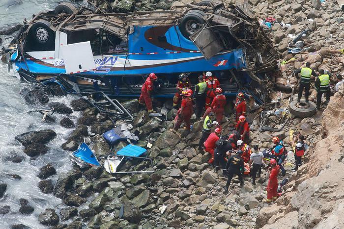 Il bus schiantato in Perù