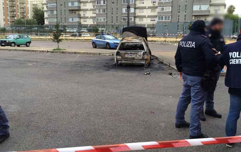 cadavere auto bruciata