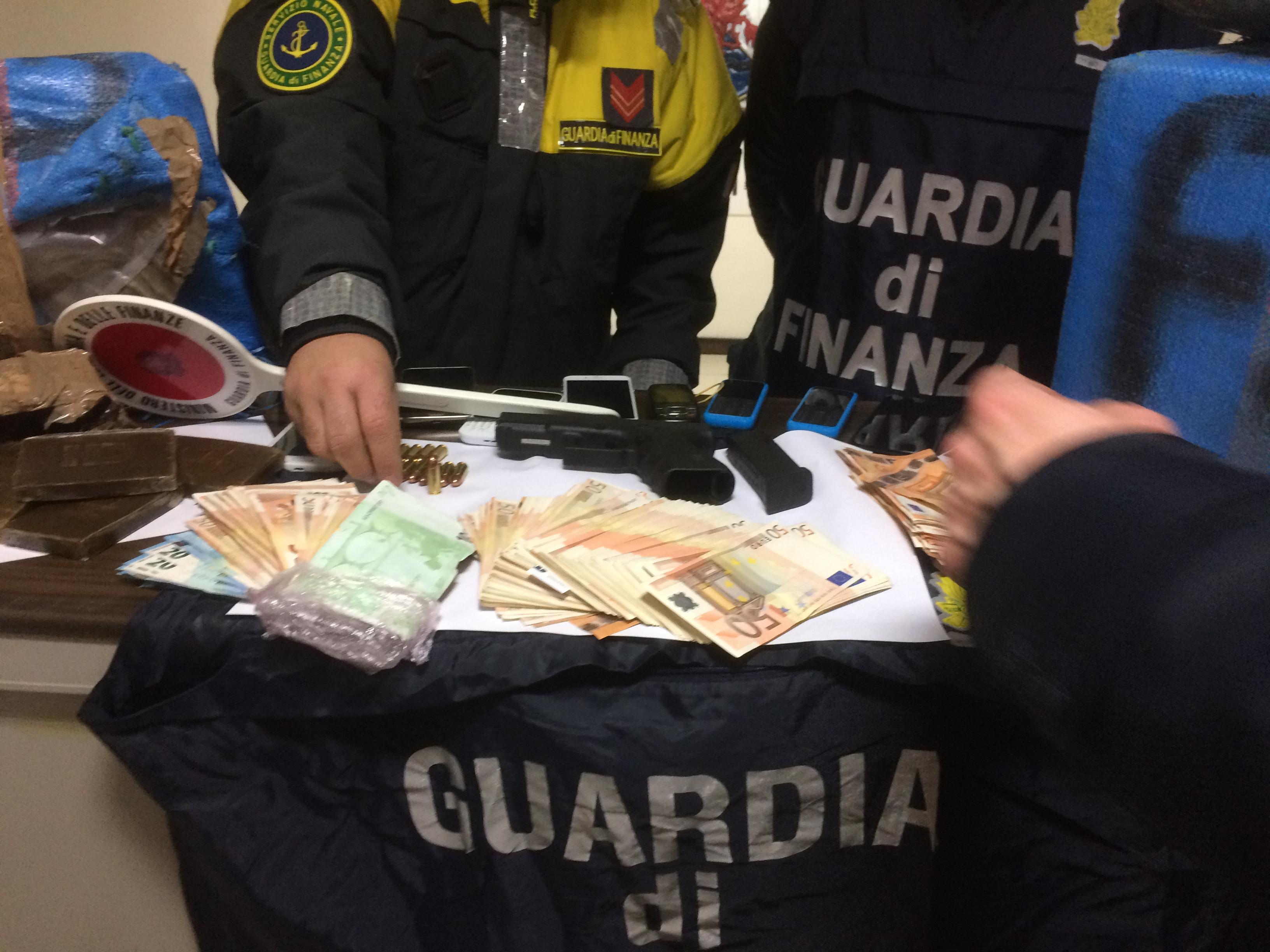 droga soldi e pistola bari