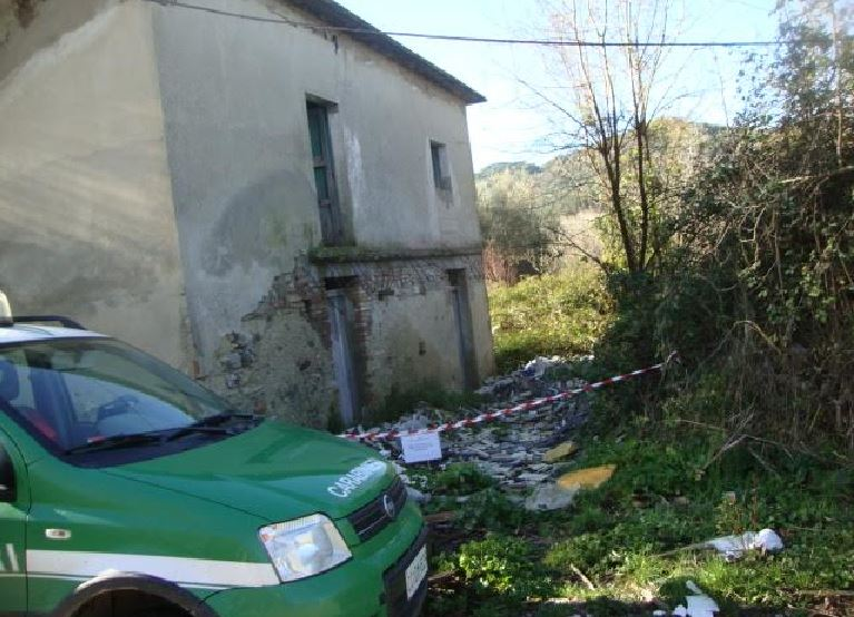 Smaltimento illecito di rifiuti, sequestrata area e opificio