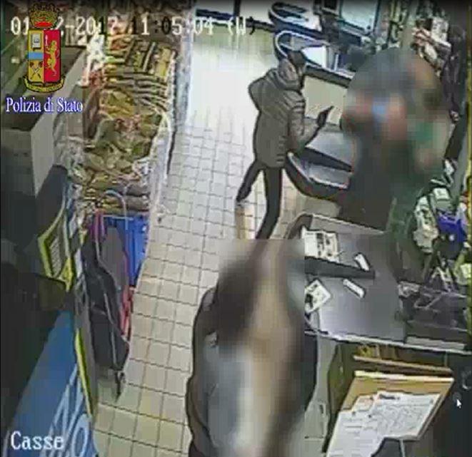 Rapina con mitraglietta a Brescia, arrestato figlio di procuratore